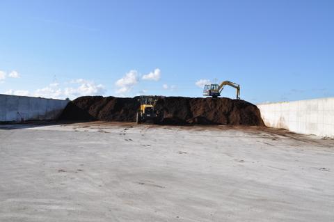 堆肥搬入20100904.JPG