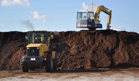 堆肥搬入201009041.JPG